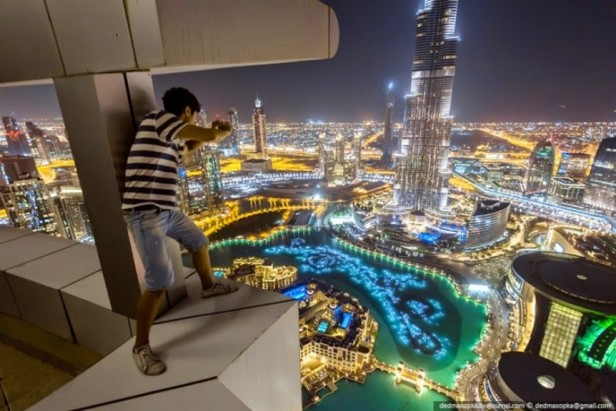 8._Urban_Climbing_in_Dubai_same_crazy_guys_as_above_Dubai_UAE_27_Amazing_Travel_Photos_That_Will_Infect_You_With_The_Travel_Bug