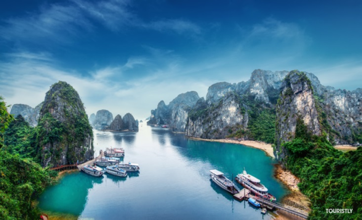 Must-do in Vietnam - Cruise along Halong Bay