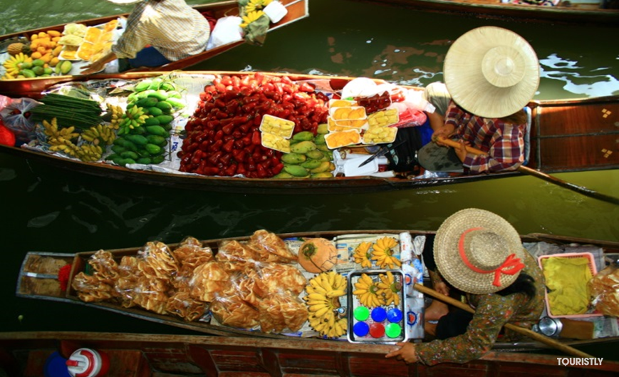 Must-do in Vietnam - Visit a floating market