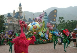 hong-kong-disneyland-parade-alice