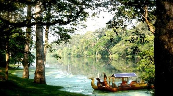 angkor-gondola-ride-with-champagne-and-canapes-in-krong-siem-reap-246537