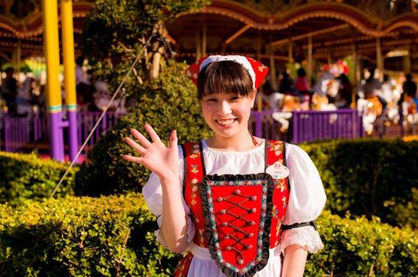 fantasyland-cast-member-tokyo-disneyland-640x441