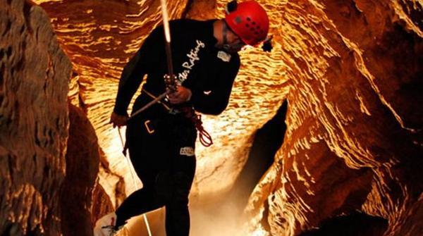 waitomo-caves-adventures-in-auckland-221015