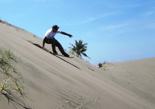 sanboarding-gumuk-pasir