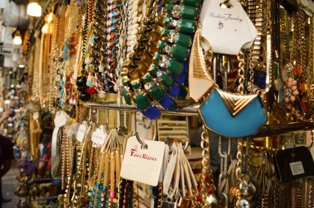 Colaba Causeway- Street shopping