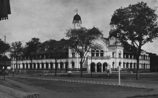 COLLECTIE_TROPENMUSEUM_Het_hoofdkantoor_van_de_Nederlands-Indische_Spoorweg_Maatschappij_in_Semarang_TMnr_60026221.jpg